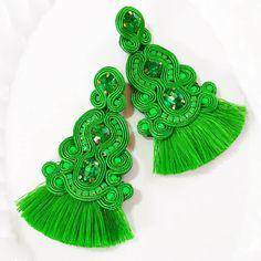 #fashion #venezuela #fashiondesign #ootd #madeinvzla_ #hechoamano #handmade #talentonacional #soutache #aretesdemoda #soutachejewelry… Soutache Necklace, Tassel Earrings, Ring Earrings, Crochet Earrings, Shibori, Earring Trends, Boho Jewelry, Jewellery, Diy Accessories