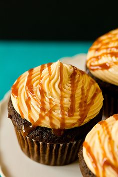Chocolate Salted Caramel Cupcakes The Perfect Chocolate Cupcake with Salted Caramel Buttercream! These cupcakes are tried and tr. Cupcake Recipes, Baking Recipes, Cupcake Cakes, Dessert Recipes, Easy Recipes, Köstliche Desserts, Delicious Desserts, Yummy Food, Health Desserts