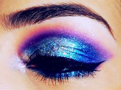Amazing electric eye shadow & winged liner. Looks like a beautiful galaxy! #makeup #beauty #GetElectricwithUD