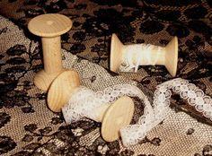 3 neue Holzspulen, unlackiert.     In Größe L.   (Sie finden 5 verschiedene Größen in meinem Lädchen.)    Zum Basteln, als Deko, zur Aufbewahrung von