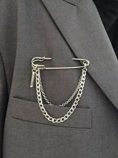 Check out this Chain Decor Safety Pin Brooch on Shein and explore more to meet your fashion needs! Safety Pin Bracelet, Safety Pin Jewelry, Safety Pin Earrings, Safety Pins, Cute Jewelry, Jewelry Crafts, Jewelry Accessories, Chain Jewelry, Jóias Body Chains