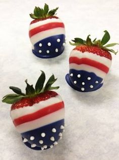 of July Strawberries - Adorable flag designs! party by gabrielle 4th Of July Desserts, Fourth Of July Food, 4th Of July Celebration, 4th Of July Party, July 4th, Patriotic Desserts, Holiday Treats, Holiday Recipes, Chocolate Covered Strawberries