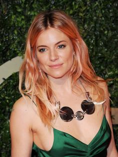 Her hair color!  Love. // Sienna Miller - 2013 British Fashion Awards, Londres - 2...