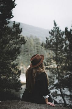 Photography Poses Women, Autumn Photography, Creative Photography, Portrait Photography, Girl Photo Poses, Girl Poses, Girls Dp Stylish, Girly Pictures, Creative Portraits