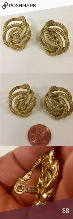Vintage MONET Clip on earrings gold Great condition Vintage Jewelry Earrings