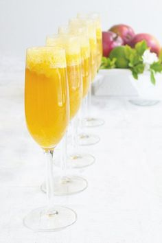 Mango Lime Bellini - An Easy Brunch Cocktail Recipe: These Mango Bellinis are sweet and tangy with a tropical feel to help you banish those winter blues away. Learn how to make them for your next brunch. Bellini Cocktail, Champagne Cocktail, Cocktail Drinks, Cocktail Recipes, Alcoholic Drinks, Bar Drinks, Drink Recipes, Bellini Bar, Brunch Drinks