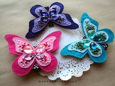 metaphormosis Butterfly Ornaments, Butterfly Crafts, Pencil Topper Crafts, How To Make Butterfly, Felt Bookmark, Sewing To Sell, Felt Embroidery, Felt Decorations, Felt Crown