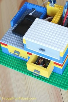 Build a LEGO desk organizer with working drawers