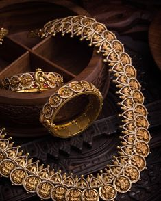 Collection of latest Indian Jewellery Designs. Online Catalog of Gold jewellery, Diamond jewellery, Imitation Jewellery, Antique and Bridal Jewellery Antique Jewellery Designs, Gold Earrings Designs, Antique Jewelry, Jewelry Design, Gold Designs, Necklace Designs, Antique Gold, Gold Temple Jewellery, Gold Jewelry
