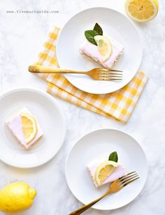 Sheet Cake with pink frosting and lemon slices Pink Lemonade Cupcakes, Pink Lemonade Party, Frozen Lemonade, Poppy Seed Bread, Pink Marshmallows, Lemon Ice Cream, Pink Frosting, Lemon Recipes, Let Them Eat Cake