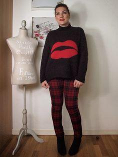 #verdementablog #outfit #tartan #curvy #curvyblogger #curvygirl #red #black #lips #benetton #sweater