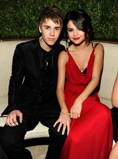 justin Bieber and Selena Gomez There are so many beautiful reasons to be happy. Be happy with Classy. In this board we will showcase happy couples, wedding, couples goals and how to make your girl happy. Selena Gomez Fotos, Selena Selena, Selena Gomez New Song, Justin Bieber Selena Gomez, Estilo Selena Gomez, Justin Bieber Fotos, Justin Bieber Pictures, Selena Gomez Relationship, Oscar 2011
