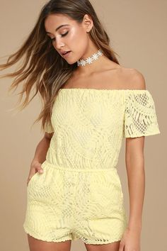 Show off your sun-kissed shoulders in the BB Dakota Haidyn Pale Yellow Lace Off-the-Shoulder Romper! Lace overlay shapes this adorable romper with elasticized off-the-shoulder sleeves, an elastic waist, and relaxed shorts with side seam pockets.