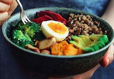 The Complete Nourishing Winter Bowl. A versatile combination of nourishing foods this lunch bowl will keep you energized during the busy days! Brain Healthy Foods, Healthy Cat Treats, Healthy Diet Recipes, Brain Food, Healthy Eating Tips, Vegetarian Recipes, Brain Nutrition, Healthy Eats, Legumes Recipe