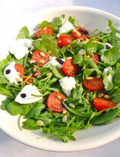 Italiaanse salade with rucola and mozzarella - Best Pins Mozzarella Salat, Mozarella, Vegetarian Recipes, Healthy Recipes, Italian Salad, Healthy Salads, Clean Recipes, Italian Recipes, Salad Recipes