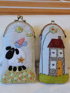 MERPEL, Fet a mà, amb el cor: Bolsos wil ik maken Fabric Purses, Fabric Wallet, Patchwork Bags, Quilted Bag, Sewing Crafts, Sewing Projects, Applique Stitches, Felted Wool Crafts, Beaded Purses