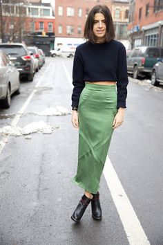 Leandra Medine of Man Repeller wearing a green midi skirt with navy blue cropped sweater and ankle boots Leandra Medine, Look Fashion, Fashion Outfits, Womens Fashion, Fashion Trends, Net Fashion, Milan Fashion, Daily Fashion, Fashion Weeks
