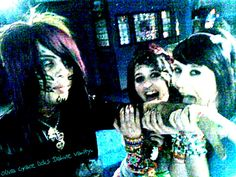 dahvie vanity shirtless | Dahvie Vanity Smiling Picture