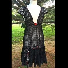 """Free People Rare Vintage black crochet lace Dress BEYOND FABULOUS VINTAGE FREE PEOPLE BLACK SHEER  THICK LACE BABY DOLL LONG SLIP DRESS  WITH TRIPLE TIERED SWING LACE RUFFLED BOTTOM  *  ELASTIC UNDER BUST RED, BLACK & WHITE DOUBLE PRINTED RIBBON THROUGH THE LACE ABOVE THE RUFFLES  DEEP V-NECK WITH RED BEADED FLOWER IN THE MIDDLE  NEW WITHOUT TAGS  *  SIZE:  2  *there is no slip included in the dress  cotton * poly   Measurements: 14"""" under arm to arm (28"""" around ) 22"""" around empire waist…"""