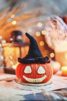 Newborn Crochet Patterns, Crochet Patterns Amigurumi, Knitting Patterns, Amigurumi Toys, Knitting Ideas, Halloween Toys, Halloween Patterns, Halloween Pumpkins, Cute Crochet