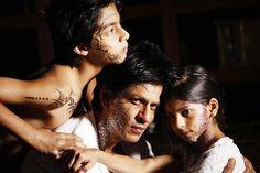 Shahrukh Khan & his children with mehndi