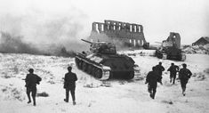 Red Army troops during the final assault on Stalingrad, January Bataille De Stalingrad, Close Quarters Combat, Battle Of Stalingrad, Winter Palace, Ww2 Photos, Red Army, Back In Time, Armored Vehicles, Soviet Union