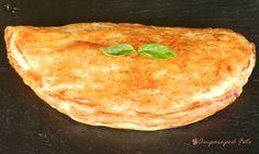 Empanada de hojaldre con pisto y sardinas