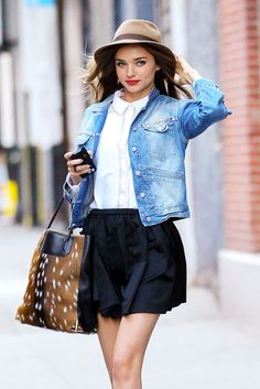 Awesome outfit, wow. A feminine blouse with this cool short demin jacket. The red lips and the hat are some lovely details.