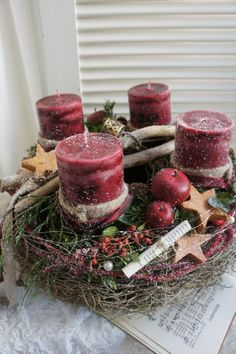 Christmas time for all the senses . a freshly scented advent wreath that is fresh . - Christmas time for all the senses …. a freshly scented advent wreath, the fresh green of the coni - Centerpiece Christmas, Christmas Advent Wreath, Christmas Scents, Noel Christmas, Winter Christmas, Vintage Christmas, Christmas Crafts, Advent Wreaths, Christmas Tables