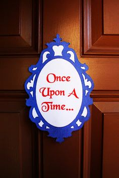 Snow White Party - Front Door Decor
