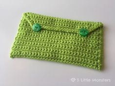 Free pattern for a basic crocheted pencil bag perfect for back to school.