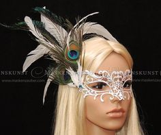 Venezianische Vanity-Maske mit Pfauenfedern von Maskenzauber & Erlebenskunst auf DaWanda.com