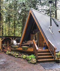 70 Fantastic Small Log Cabin Homes Design Ideas Small Log Cabin, Tiny House Cabin, Log Cabin Homes, Log Cabins, Small Cabin Plans, Future House, Building A Tiny House, Building A Cabin, Build House