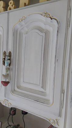 Diy: transformación y decapado de un mueble | Manualidades Chalky Paint, Ideas Para, Painted Furniture, New Homes, Diy, Mirror, House, Painting, Blog