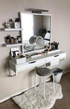 b44efd00a391 10+Brilliant Vanity Ideas For Small Bedrooms Small Bedroom Vanity