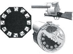 Revólver fotográfico  Este revólver, criado por Étienne-Jules Marey, era o principal objecto usado na Cronofotografia. A Cronofotografia era um processo de estudo do movimento, com recurso a várias fotografias.
