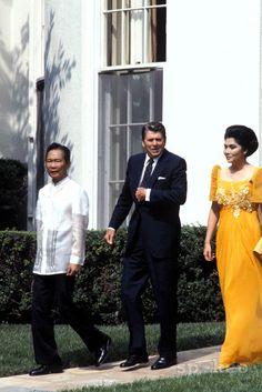 In U.S. Philippines Dress, Manila Philippines, Lovely Dresses, Beautiful Gowns, Vintage Dresses, Modern Filipiniana Dress, Filipino Wedding, Singer Costumes, The Wedding Singer