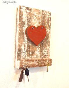 Decoração em madeira de demolição, porta chaves