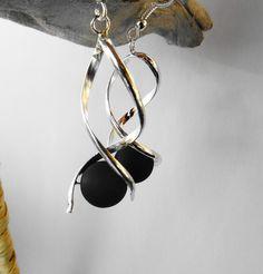 Boucles oreille spirale perle polaris noire / mariage / fête / anniversaire : Boucles d'oreille par perlaperles