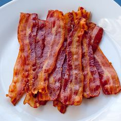 """How to cook BACON the EASY way: """"Cooking bacon IN THE OVEN. Take cold bacon and a cold oven and avoid the pops, splatters, and skin burning effects of stovetop bacon cooking? Yes please! Biggest bonus?! All of your bacon cooks at the same time! No more multiple pans or batch cooking here! Plus, much easier clean up by using tin foil!"""" = It doesn't seem like it would be cooked as crispy as I like it after just 20 minutes -- starting with a cold oven -- but I could always cook it a little…"""