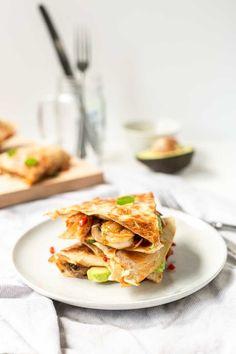 Avocado shrimp quesadilla Avocado shrimp quesadillas are a perfect lunch or dinner recipe. Healthy and crispy tortillas with vegetables, avocado and seafood. Quesadillas, Shrimp Quesadilla, Quesadilla Recipes, Best Shrimp Recipes, Fish Recipes, Lunch Recipes, Dinner Recipes, Tortilla Recipes, Mexican Lunch Recipe