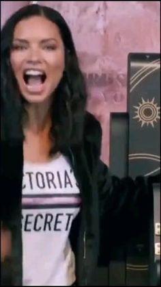 Victoria Secrets, Adriana Lima Victoria Secret, Victorias Secret Models, Victoria Secret Fashion Show, Kendall Jenner Video, Megan Fox Photos, Modelos Fashion, Titans Anime, Modeling Tips