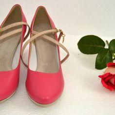 Ružové lodičky z pravej kože v tanečnom štýle s úpravou na bežné nosenie, kombinácia pravej kože ružovej a nude. (opatok, zdobenie, farba podrážky a vnútra,...podľa želania klientky) Navrhnite si aj Vy svoje vysnívané topánky podľa seba...sme tu pre Vás... Mary Janes, Flats, Shoes, Fashion, Loafers & Slip Ons, Zapatos, Moda, Shoes Outlet, La Mode