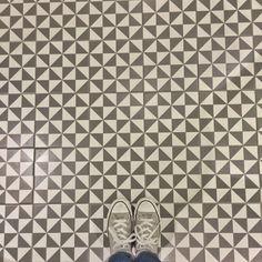 Cultura Decó. Un buen fondo 1900: Terrades Grafito - 20x20cm. | Floor Tiles - Gres | VIVES Azulejos y Gres S.A. #art #tiles #blackandwhite