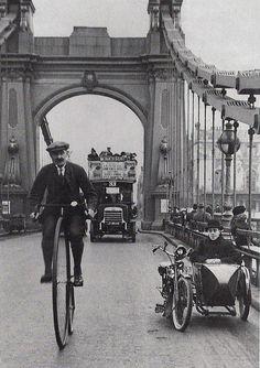 Hammersmith Bridge-London 1900. S)