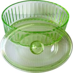 Vintage Green DEPRESSION Glass Refrigerator Dish Covered, Oval Shape --I have the bowl, but not the lid--it's Vaseline glass-it fluoresces! paid 25 cents for it! Vintage Dishes, Vintage Glassware, Antique Dishes, Vintage Kitchenware, Vintage Green Glass, Cobalt Glass, Vaseline Glass, Antique Glass, Antique Stove