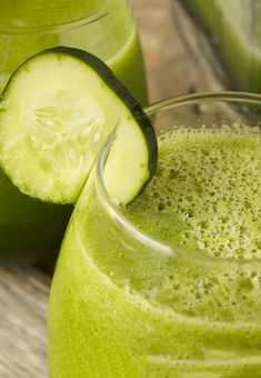 Stay Healthy With Green Drink Recipes – Juicing and Smoothies Fresh Juice Recipes, Green Drink Recipes, Green Smoothie Recipes, Smoothie Drinks, Water Recipes, Healthy Detox, Healthy Juices, Healthy Smoothies, Healthy Drinks