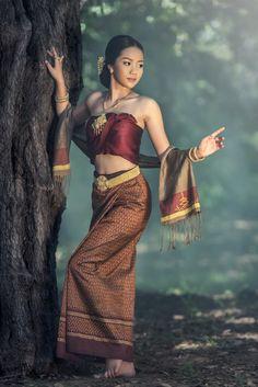 Thai dress by Sasin Tipchai on Thai Traditional Dress, Traditional Outfits, Traditional Fashion, Poses, Cambodian Women, Thai Fashion, Ethno Style, Thai Dress, Beautiful Asian Women