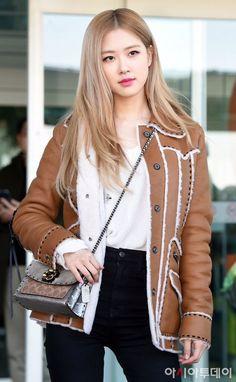 Check out Blackpink @ Iomoio Blackpink Fashion, Korean Fashion, Fashion Outfits, Moda Kpop, Jenny Kim, Mode Emo, Foto Rose, Korean Blouse, Rose Park
