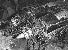 Horten Ho 229 - Jumo engines mounted in the internal structure. Aircraft Engine, Ww2 Aircraft, Military Jets, Military Aircraft, Wellington Bomber, Horten Ho 229, Flying Wing, Airplane Flying, Plane Design